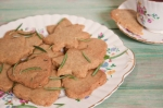 Rosemary and pine nut semolina cookies