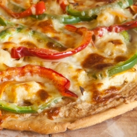 Chicken satay pizza